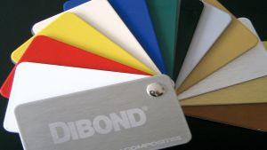 Dibond, trwały i elegancki materiał o strukturze szlachetnego metalu + bezpośredni druk UV na dibondzie białym kolorem + CMYK to znakomite efekty wizualne.