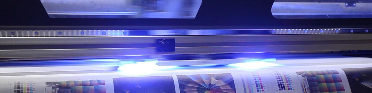 Podstawowe informacje o druku UV. Naświetlanie promieniowaniem UV w trakcie druku